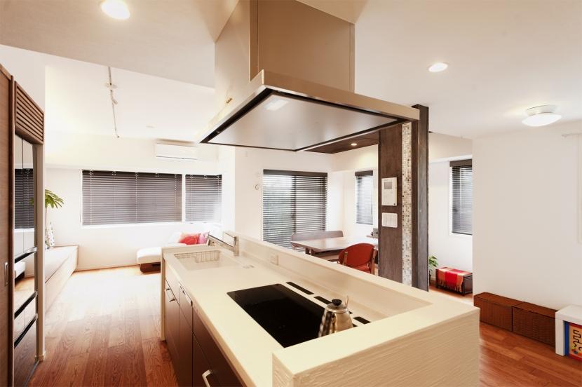 Ya邸・シックでのびやかな住空間で暮らすの写真 キッチン