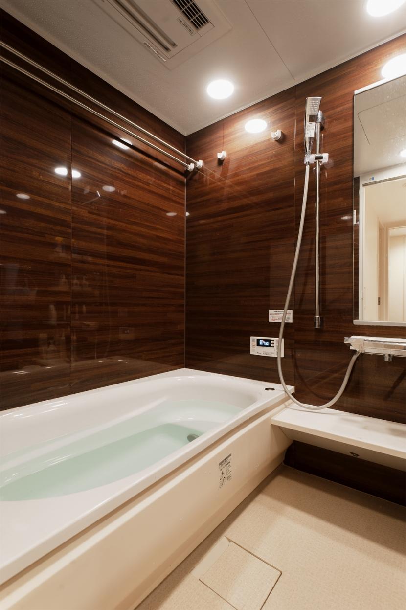 Ya邸・シックでのびやかな住空間で暮らすの写真 バスルーム