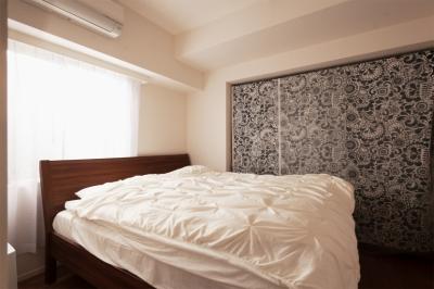 ベッドルーム (Ya邸・シックでのびやかな住空間で暮らす)