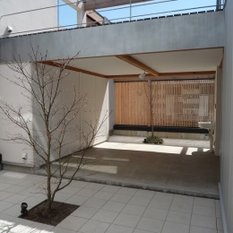内側で開放的に暮らす家|UC house-落ち着ける中庭