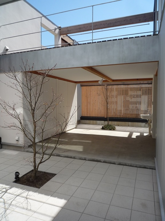 栃木県高根沢町・周囲を気にせず内側で暮らす家|UC house (落ち着ける中庭)