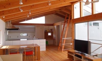 内側で開放的に暮らす家|UC house (開放的で明るい2階リビング)