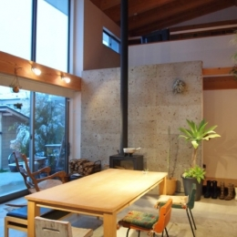 土間リビングの家|A house-吹抜けの土間リビング