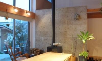 土間リビングの家|A house (吹抜けの土間リビング)