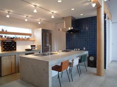 コンクリートのキッチン (土間リビングの家|A house)