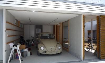 ガレージとソト土間のある家|Beetle House (ガレージ)