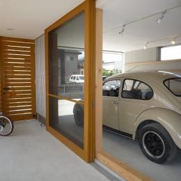 ガレージとソト土間のある家|Beetle House