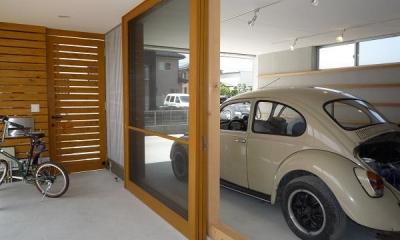 ガレージとソト土間のある家|Beetle House (ソト土間とガレージ)