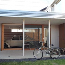 群馬県館林市・ガレージとソト土間のある家|Beetle House (ガレージ・ソト土間・中庭)