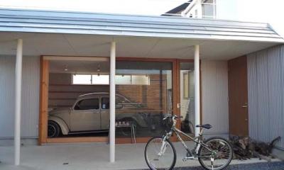 ガレージとソト土間のある家|Beetle House (ガレージ・ソト土間・中庭)