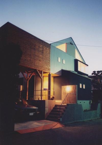 多目的な土間空間のある家 NAK HOUSE (あたたかな光が迎えてくれる家)