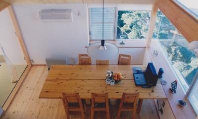 ロフトから見たダイニング|千葉県成田市・多目的な土間空間のある家|NAK HOUSE