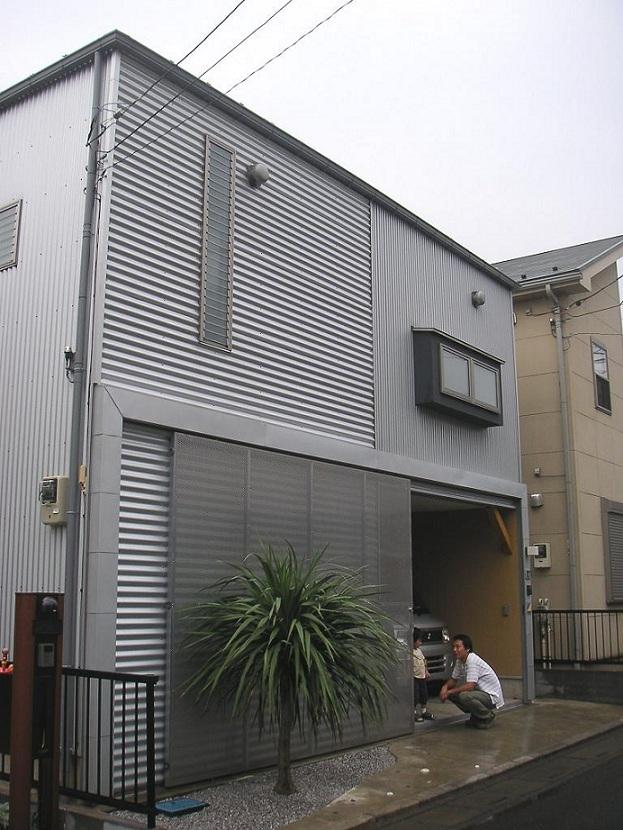 埼玉県入間市・大きなもみじのある家|波乗り亭の部屋 ソトに対しては閉じた外観