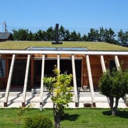 芝生の屋根を持つ天然エコな住まい (群馬県太田市・芝屋根住宅-1|mat house)