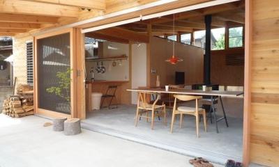 大地に根付く家|mat house (深い軒のかかったテラス)