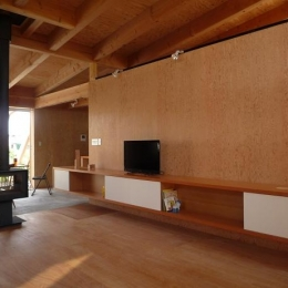 大地に根付く家|mat house (木の温もりを感じるリビング)