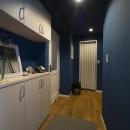 ブルーの玄関