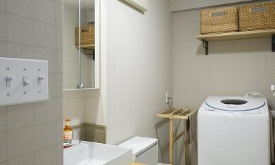 横浜市B様邸 ~自然素材とお気に入りの色に囲まれた住まい~ (木×鉄素材がかっこいい、洗面室)