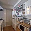 自然素材とお気に入りの色に囲まれた住まいの写真 シンプル設計で、使いやすいキッチンに。