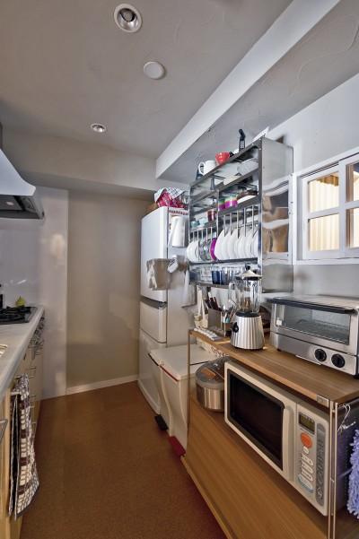 シンプル設計で、使いやすいキッチンに。 (横浜市B様邸 ~自然素材とお気に入りの色に囲まれた住まい~)