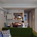 横浜市B様邸 ~自然素材とお気に入りの色に囲まれた住まい~の写真 カラーと素材感を楽しむダイニング