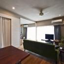 横浜市B様邸 ~自然素材とお気に入りの色に囲まれた住まい~の写真 自由に飾る