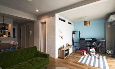 横浜市B様邸 ~自然素材とお気に入りの色に囲まれた住まい~ (ファミリースペースとファミリークローゼット)