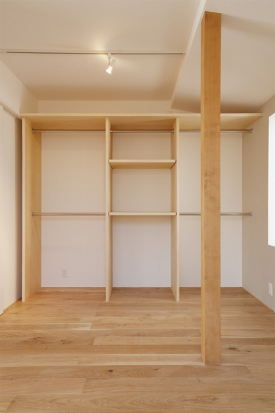 一面収納棚 (K邸・音楽室のある光あふれる小さなお家)
