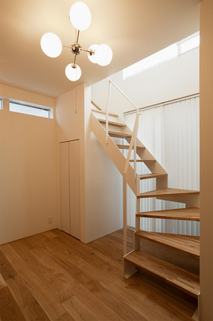 K邸・音楽室のある光あふれる小さなお家の部屋 階段