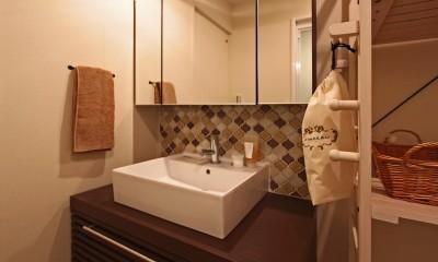 横浜市D様邸 ~タイルやカラーでオリジナリティを楽しむ家~ (アイテムにこだわった造作洗面台)