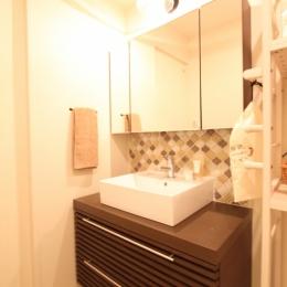 タイルやカラーでオリジナリティを楽しむ家 (アイテムにこだわった造作洗面台)