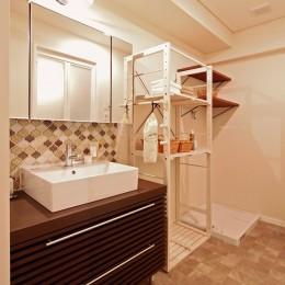 横浜市D様邸 ~タイルやカラーでオリジナリティを楽しむ家~ (間口を活かした洗面室)