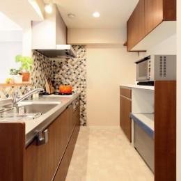 横浜市D様邸 ~タイルやカラーでオリジナリティを楽しむ家~ (収納がたのしくなる、大容量キッチン)