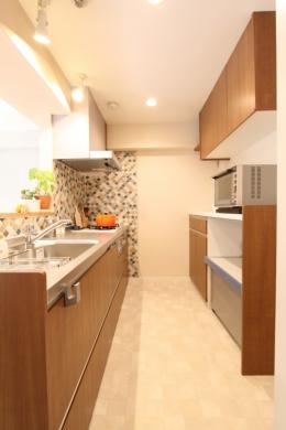 タイルやカラーでオリジナリティを楽しむ家 (収納がたのしくなる、大容量キッチン)