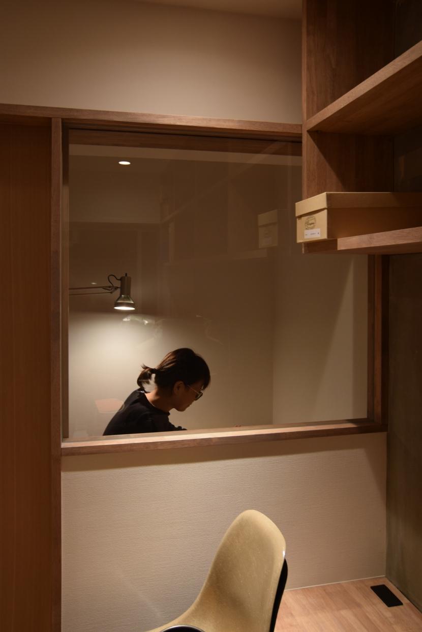 見せる収納にこだわり~下馬の家の写真 作業室