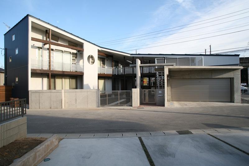 建築家:渡邉 清「周囲を道路に囲まれた変形敷地に建つ家」