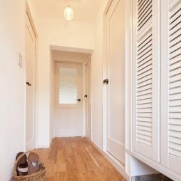 広いLDKで寛ぐ、フレンチカントリーな家 (玄関から始まるフレンチカントリー)