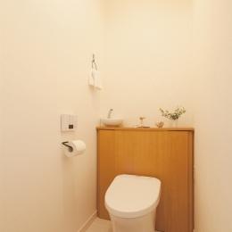 広いLDKで寛ぐ、フレンチカントリーな家 (ほっこりかわいいぬくもりあるトイレ)