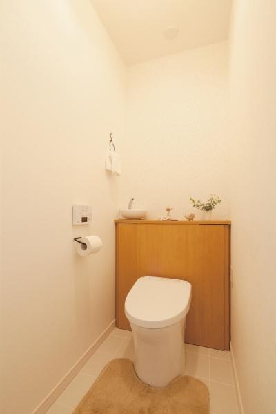 ほっこりかわいいぬくもりあるトイレ (東京都狛江市A様邸 ~広いLDKで寛ぐフレンチカントリーな家~)