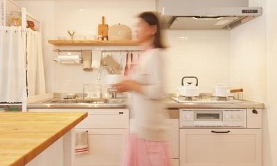 東京都狛江市A様邸 ~広いLDKで寛ぐフレンチカントリーな家~ (お気に入りの無垢材キッチン)