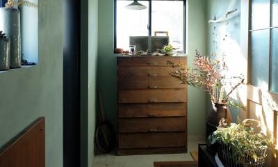 今治の家 色と素材が結びつくパッチワークみたいな家 (玄関)
