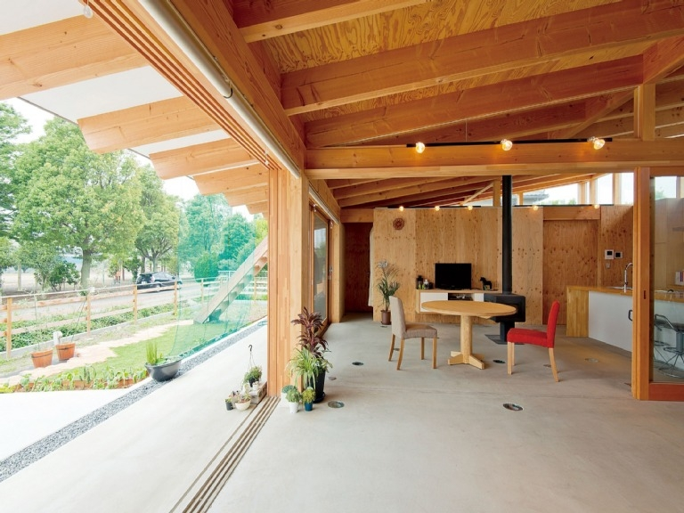 小磯一雄|KAZ建築研究室「土間リビングで愛車と暮らす家|BEAT HOUSE」