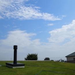 埼玉県熊谷市・芝屋根住宅-2|BEAT HOUSE (芝生の屋根は気持ちいい!)