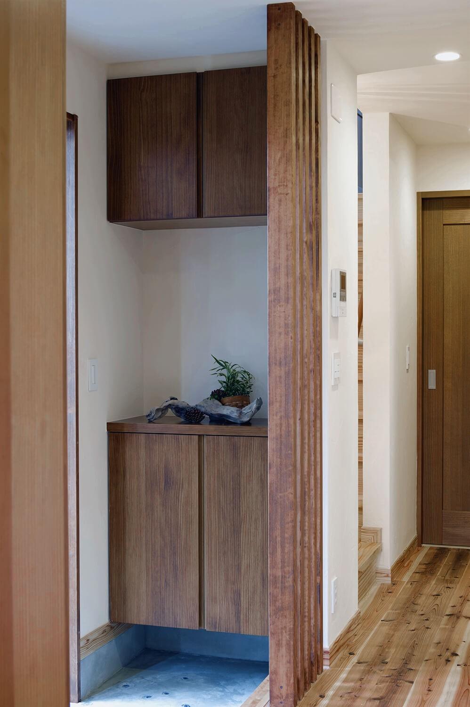 玄関事例:玄関収納(東京都大田区I様邸 ~自然素材とスキップフロアが楽しい家~)