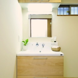 自然素材とスキップフロアが楽しい家 (実用性とオリジナリティの洗面台)