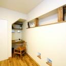 東京都大田区I様邸 ~自然素材とスキップフロアが楽しい家~の写真 階段下のワークスペース