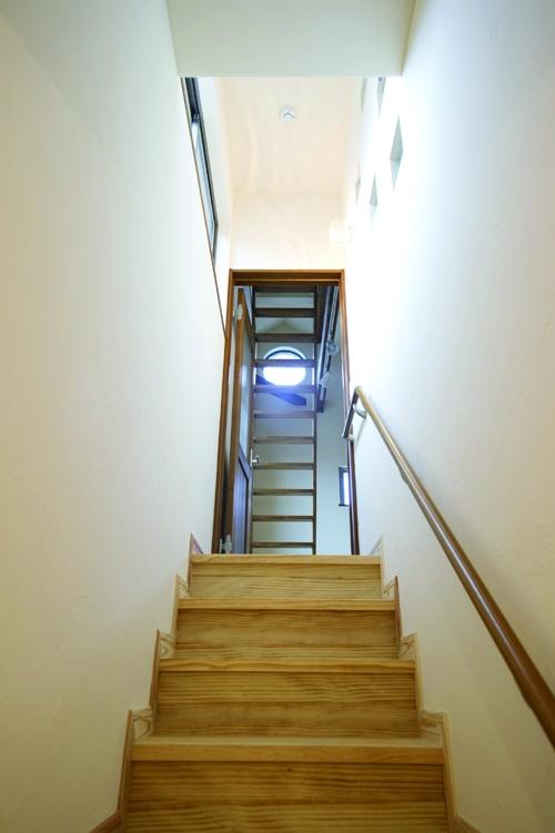 東京都大田区I様邸 ~自然素材とスキップフロアが楽しい家~ (階段)