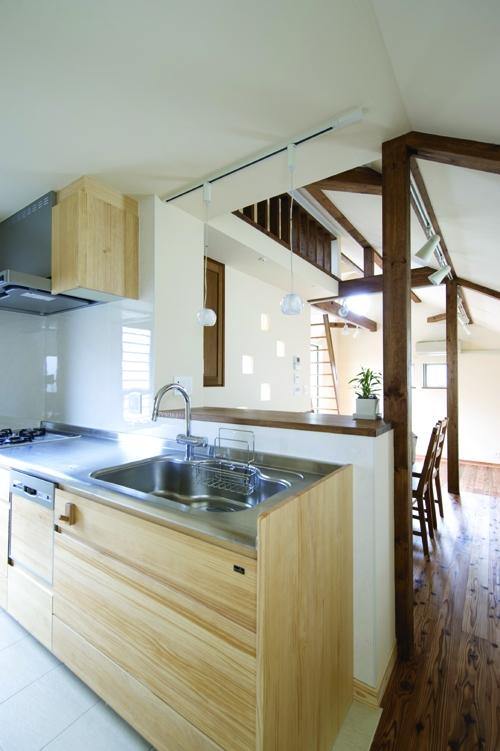 自然素材とスキップフロアが楽しい家