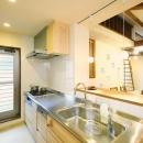 東京都大田区I様邸 ~自然素材とスキップフロアが楽しい家~の写真 キッチンに立つのが楽しくなる風景
