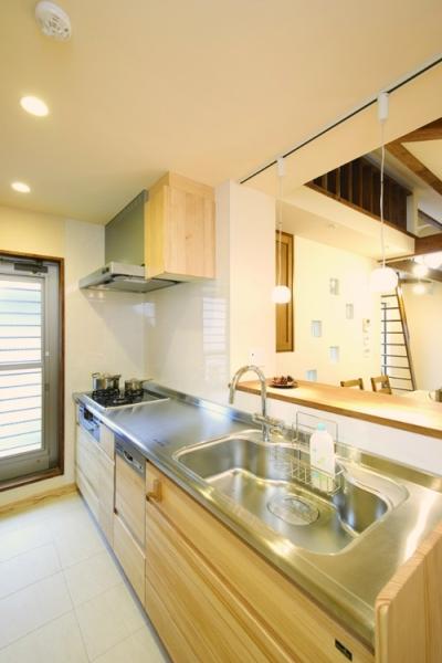 自然素材とスキップフロアが楽しい家 (キッチンに立つのが楽しくなる風景)